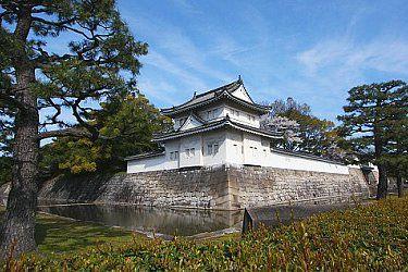 Nijo Castle••  Former Kyoto residence of the shogun.