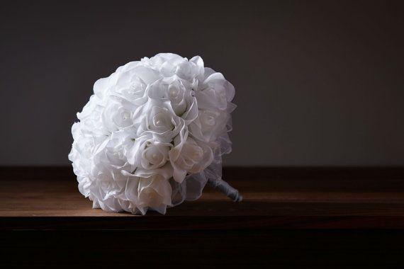 Seta bianca Rose mano cravatta 36 Rose di TheBridesBouquetcom