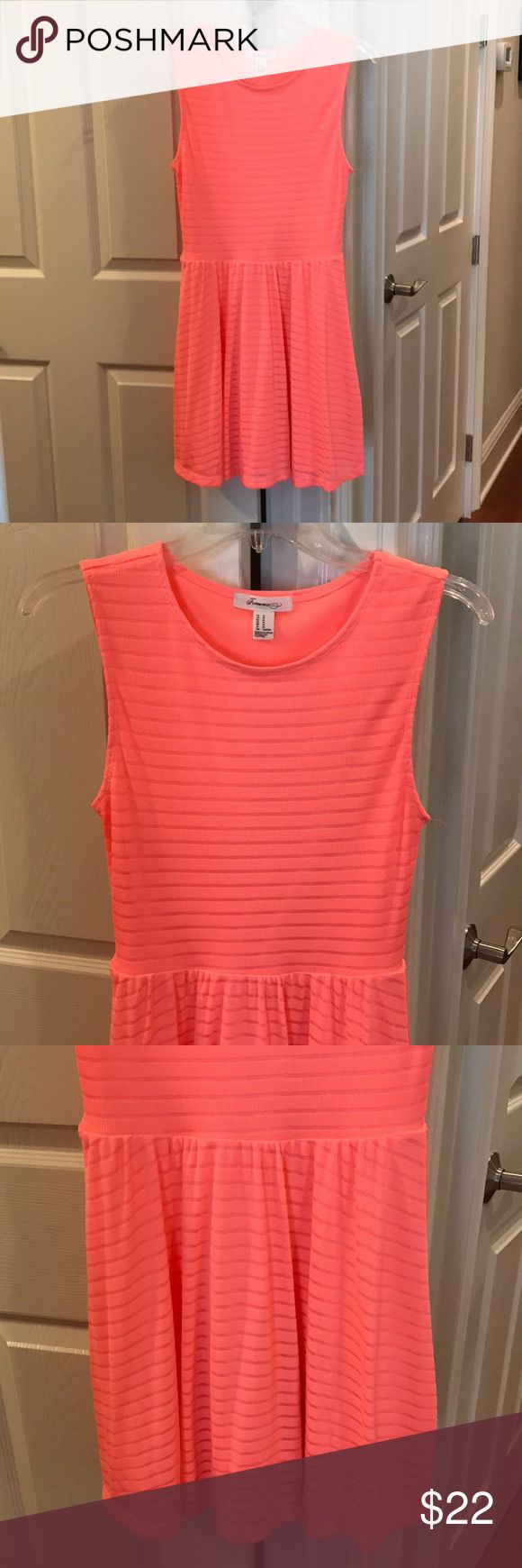 Hot pink sundress Forever 21 hot pink sundress. Size M however would fit a S without looking too big because of its stretchy material Forever 21 Dresses
