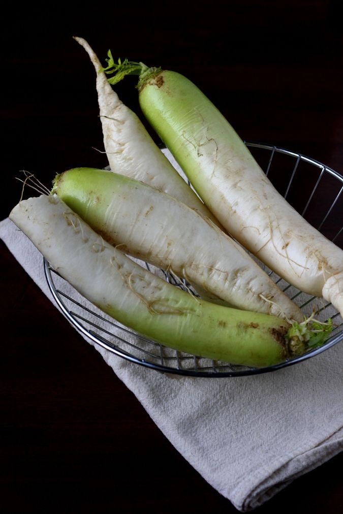 What To Make With Daikon Radish: Daikon Radish & Carrot Salad With An Asian Twist. Vegan. Raw. Meatless Monday. Healthy.