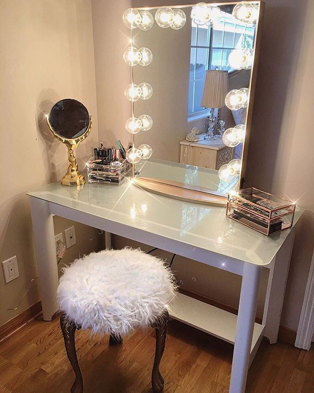 In love with my new vanity table for my room! Thank you @impressionsvanity for my bronze trimmed lighted mirror!