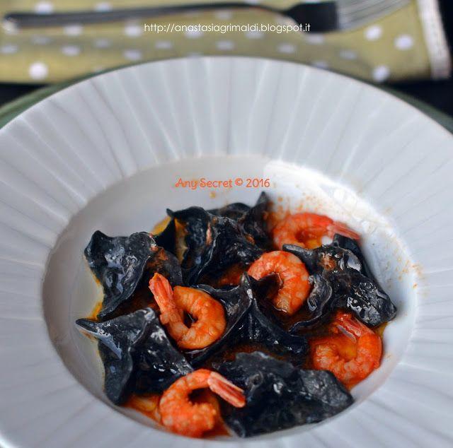 I neri fior di loto, ovvero i miei fagottini al nero di seppia con baccalà salmone e gamberi