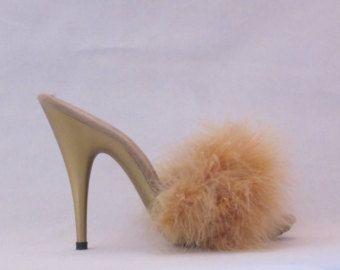 VIP 5 pouces à la main pourpre marabout Boa chaussons Sandales femme chaussures à talons hauts  Si lordonné, Chausson seulement viendra avec une rangée de boa. Si vous voulez une autre ligne ajoutée alors vous pouvez vous procurer une ligne supplémentaire pour votre Escarpin, ici : https://www.etsy.com/shop/IdealHeels?section_id=16862790&ref=shopsection_leftnav_7  Chaussure a un talon de 5 pouces de haut avec une plate-forme avant 3/4 de pouce.  La main aux États-Unis   Neuf sans boîte…