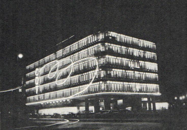 SMYK Warszawa (fot. Jan Wojeński, Szyldy i reklamy sklepowe.)