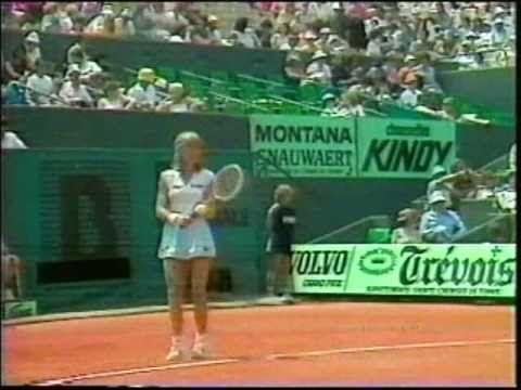 Chris wins record-tying 5th French Open, defeating Mima Jausovec in 1983.
