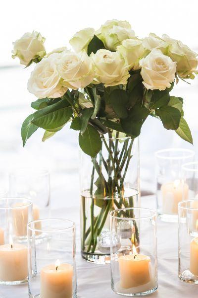 Dale un toque romántico y cálido a tu boda decorando con velas Image: 25
