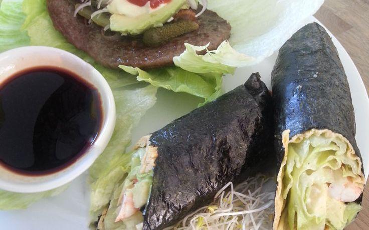 Recept voor een koolhydraat arme hamburger en een sushi rol. Onderdeel van het koolhydraat arme weekmenu.