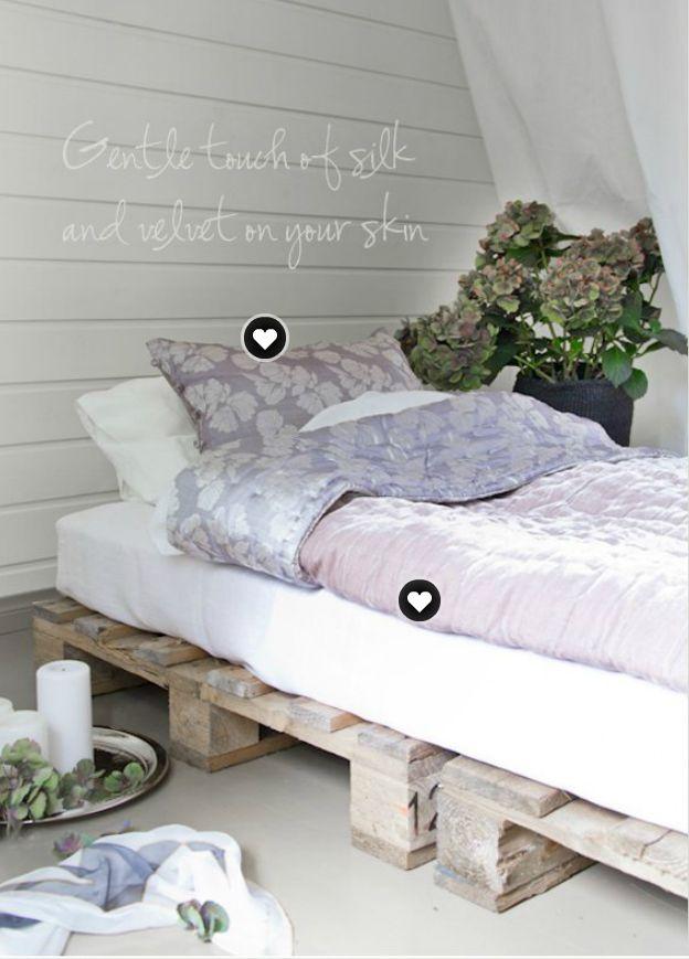 camas con somier hecho con palets o palés. Decoración y reciclaje.