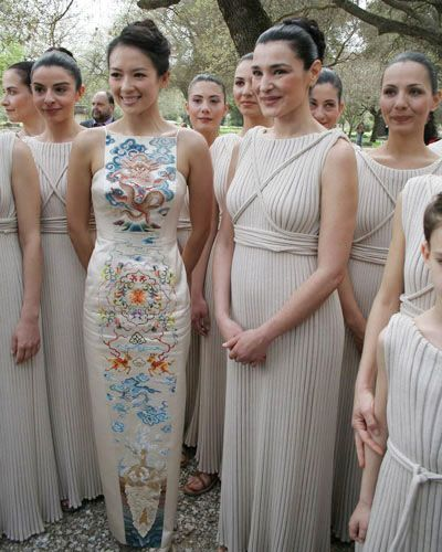 It's quite difficult to find a stylish Qipao for the reception. Ziyi Zhang is styling this one out.