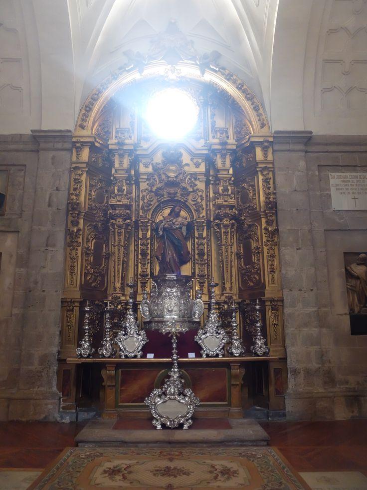 Catedral. Capilla de San José. Retablo de estilo barroco, fechado en 1712, la imagen esta atribuida a Pedro de Avila