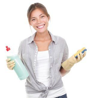 Il est facile et rapide de préparer sa crème à récurer maison avec cette recette de ménage écologique ! Avec du bicarbonate de soude, du sel et un peu de liquide vaisselle, vous serez prêt pour le grand nettoyage.