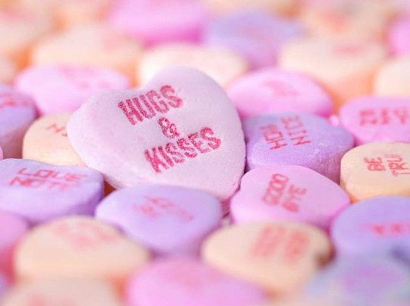 Hd Photo Of Hearts With Kiss Hugs Word Inside صوره رومانسية عالية الجوده لقلوب ملونه مكتوب علي Love Wallpaper Backgrounds Love Wallpaper Romantic Wallpaper