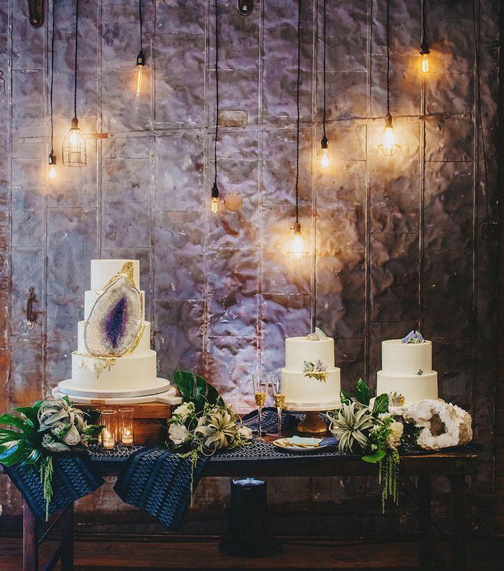 geode cake viola #purplewedding #ultraviolet