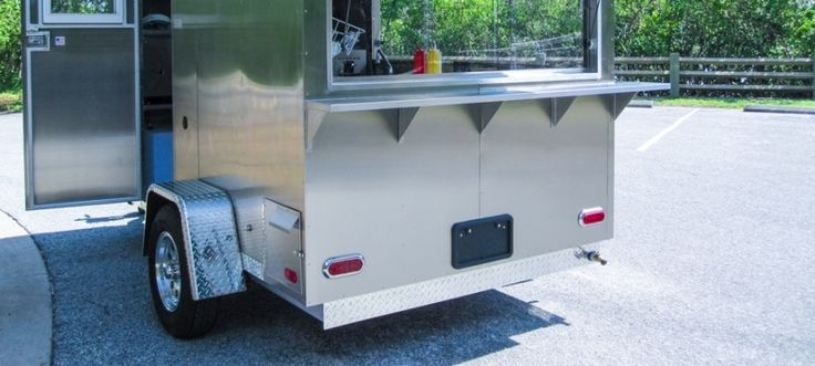The Columbia Xl10 is a very versatile modern Mobile Kitchen. It comes standard with a large double steam table which accommodates 6 steam pans and a flat top griddle. The appliances are propane powered for standalone operation without electric service. The Columbia Xl10 can be outfitted with a variety of other optional cooking equipment depending upon what your menu will contain.