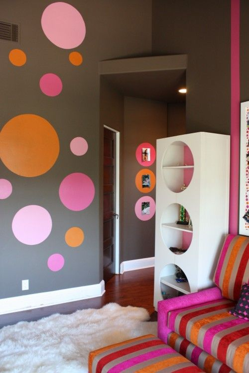 Grey, orange and pink girls room decor, more at http://www.myhomerocks.com/2012/04/girls-bedroom-design-ideas-for-a-stylish-little-miss/