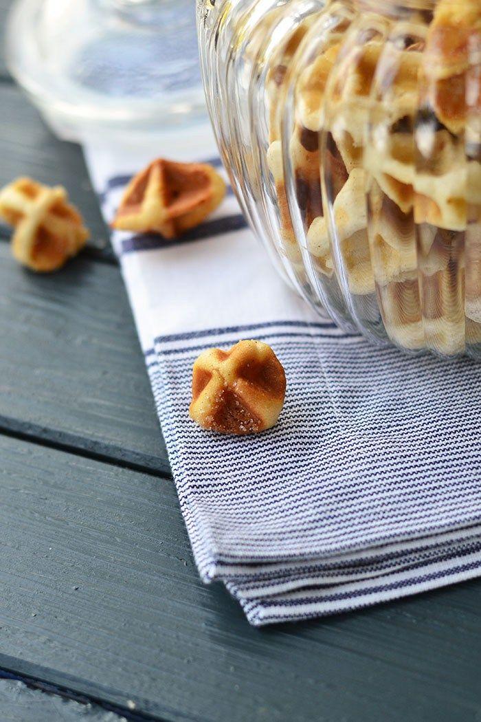 Cinnamon Roll Waffle Bites - Zimtschnecken Waffeln