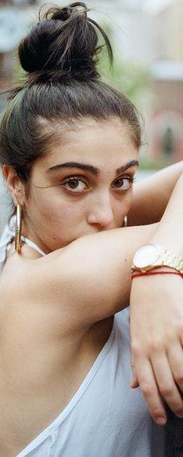 Lourdes Leon, është vajza e Madonna's e cila është vetëm 17-vjecare. Ajo tash më është studente në vitin e parë në Universitetin e Michigan-it...