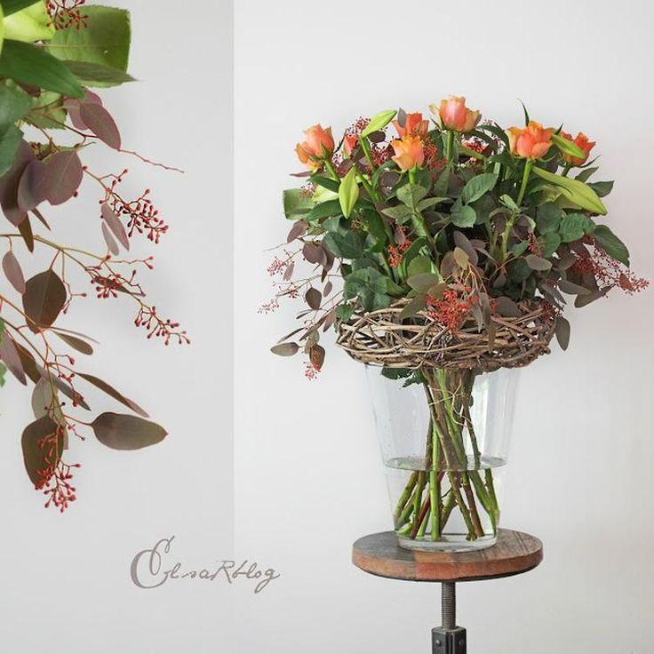 Foto: Deze bos bloemen is prachtig. Met een kleine detail, maak je deze mooie bos bloemen net af. Hij staat overal mooi, op de eettafel, keukentafel, dressoir of gewoon op een krukje. Zo heb je een keer iets anders dan alleen een vaas met bloemen. Tip: Luxe Herfstboeket. Geplaatst door ElsaRblog op Welke.nl