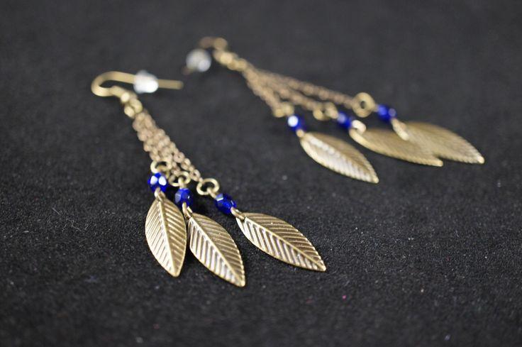 Boucles d'oreilles pendants feuilles et perles bleues foncées : Boucles d'oreille par creatisandbeads   My Creation   CreaTis and Beads