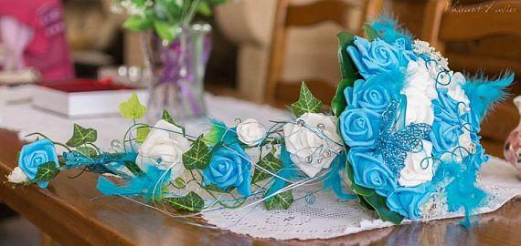 Kaskade Brautstrauß besteht dieses Modell aus Rosen weiß und Türkis! Es kann in Türkis und Elfenbein nach Ihrem Kleid aufgeteilt werden: der c Thema Schmetterling aber nach machbar ohne Schmetterling oder mit einem zusätzlichen Element so nah an Ihre Wünsche Beispiel Dove