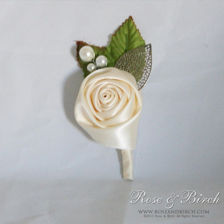 Grooms buttonhole/boutonnière to match the red, black and ivory bouquets. www.roseandbirch.com
