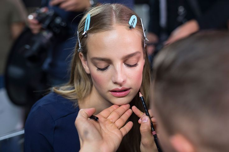 ss16 Versace backstage blond pretty girl sexy makeup