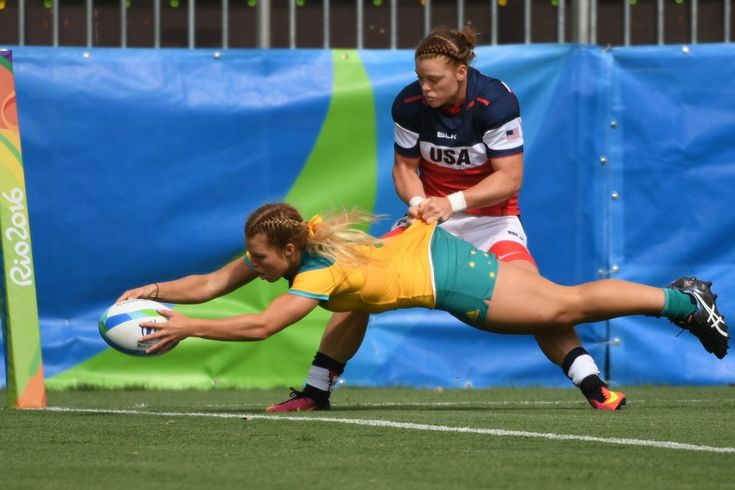 Australia's Emma Tonegato scores a try as she is tackled by USA's Alev Kelter in the womens rugby sevens match between Australia and USA during the Rio 2016 Olympic Games at Deodoro Stadium in Rio de Janeiro on August 7, 2016. / AFP / Pascal GUYOT