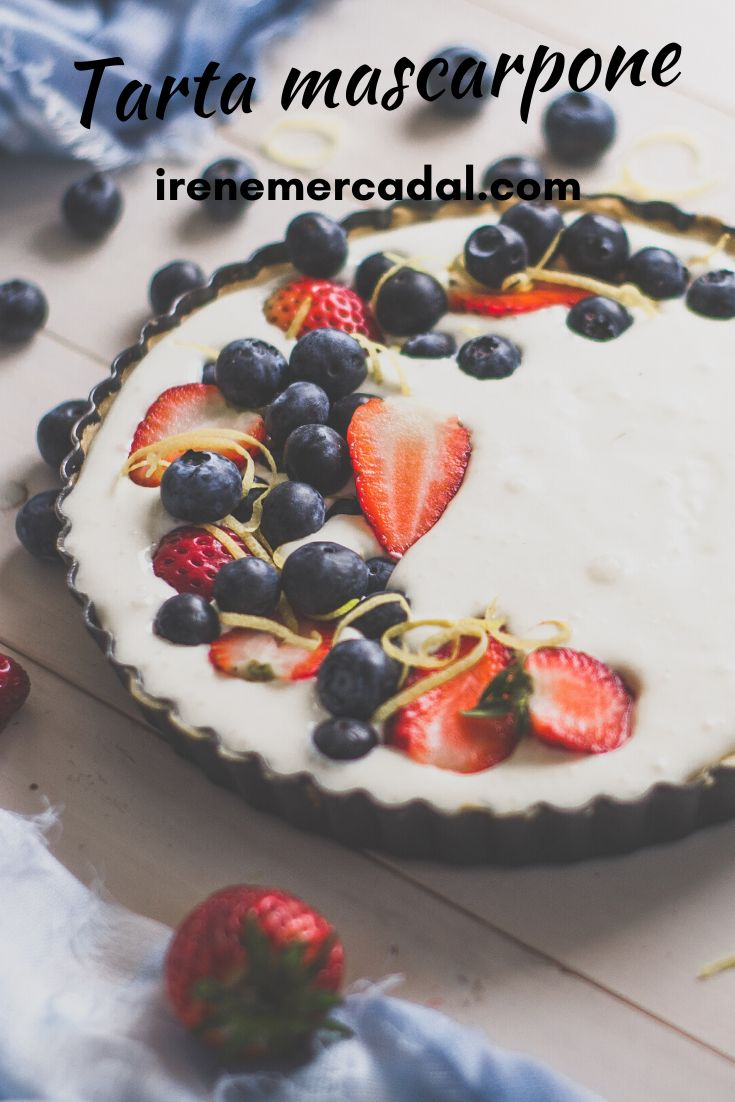 Si les gustan los cheesecake TIENEN que probar la Tarta de mascarpone y berries. Necesitaran mascarpone, azúcar flor, ralladura de limón, jugo de limón.. Irene, Birthday Cake, Baking, Desserts, Recipes, Food, World, Pastries, Recipes For Children