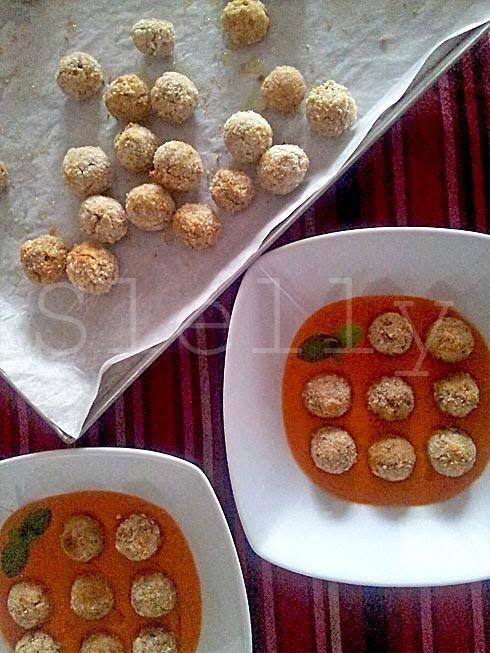 POLPETTATO - Polpette di pangrattato e olive con zuppetta di pomodoro al cumino Vai alla ricetta: http://slelly.blogspot.it/2014/07/polpettato-polpette-di-pangrattato-e.html