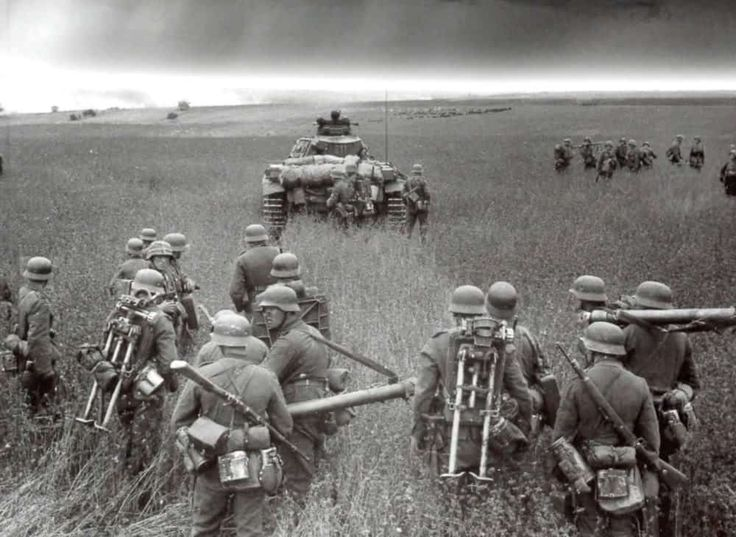 32 Photographs of Hitler's Operation Barbarossa