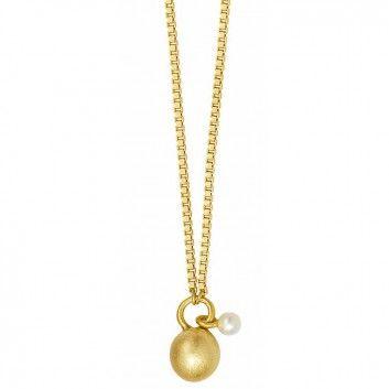 """Die lange Kette """"London"""" mit Goldkugel und kleiner Perle aus dem Hause Sence Copenhagen ist eine wunderschön minimalistische Kette."""