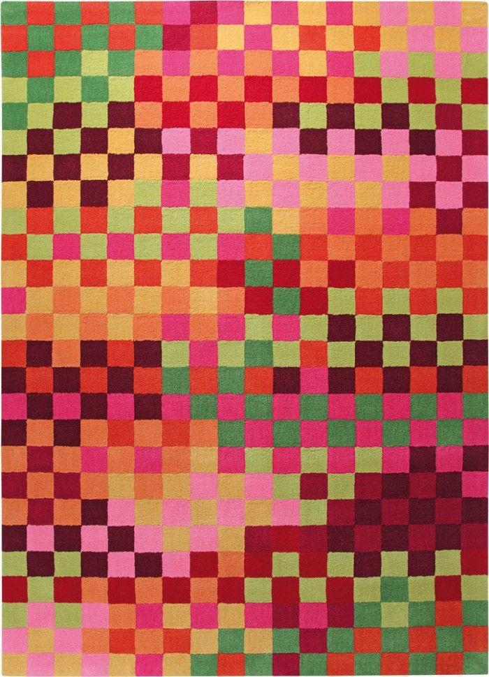 Grundfarben. Geometrische Muster. Raffiniert kombiniert und doch schnörkellos. Mit diesem Teppich setzt du ein Zeichen für gutes Design. Ob Loft oder Landhaus - dieser Style ist so zeitlos-modern, dass er immer und überall funktioniert. Wohnglück, handgetuftet. In zwei Farbstellungen.