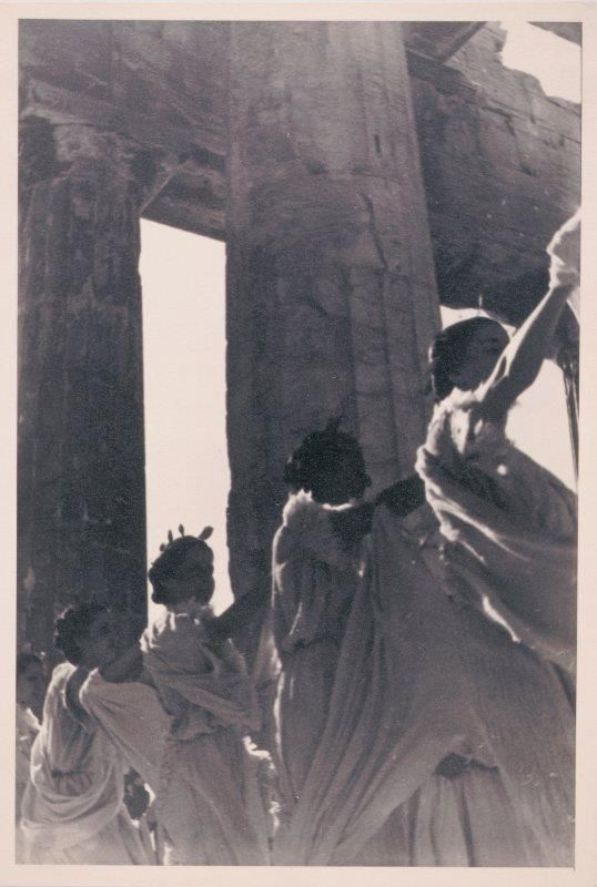 Πιθανότατα στιγμιότυπο από τον εορτασμό για τα 100 χρόνια της Αρχαιολογικής Εταιρείας. Παρθενών Ιερός Βράχος Ακροπόλεως Αθήνα 1939 Gary Edwards collection of photographs of Greece http://archives.getty.edu/