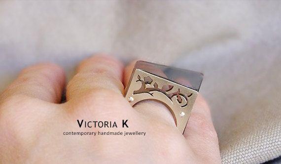 Geometric ring, grey ring, contemporary jewelry, plexiglass jewelry