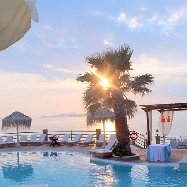 Thank you @amaliekvalheim for this beautiful photo of #Delfinoblu! Amazing #sunset!
