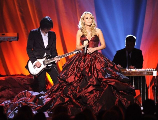 Carrie Underwood singing '' I told you so '' at the Academy of country music Awards, in a beautiful red dress.