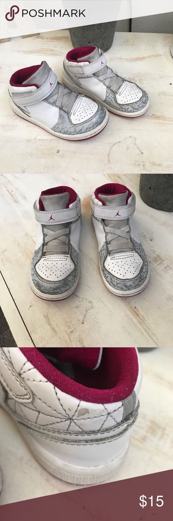 Size 9 Jordan flights ✨used little girls Jordan flights size 9 they have a little wear on one of the back part of the shoe as pictured make me an offer! Or bundle for the most savings 😉✨ Jordan Shoes Sneakers