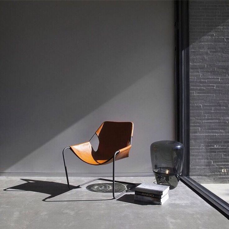 Designed in 1957 and still looking incredibly modern! The Paulistano chair by Paolo Mendes da Rocha is available in 2 frames and with a leather or canvas cover. Check the whole collection