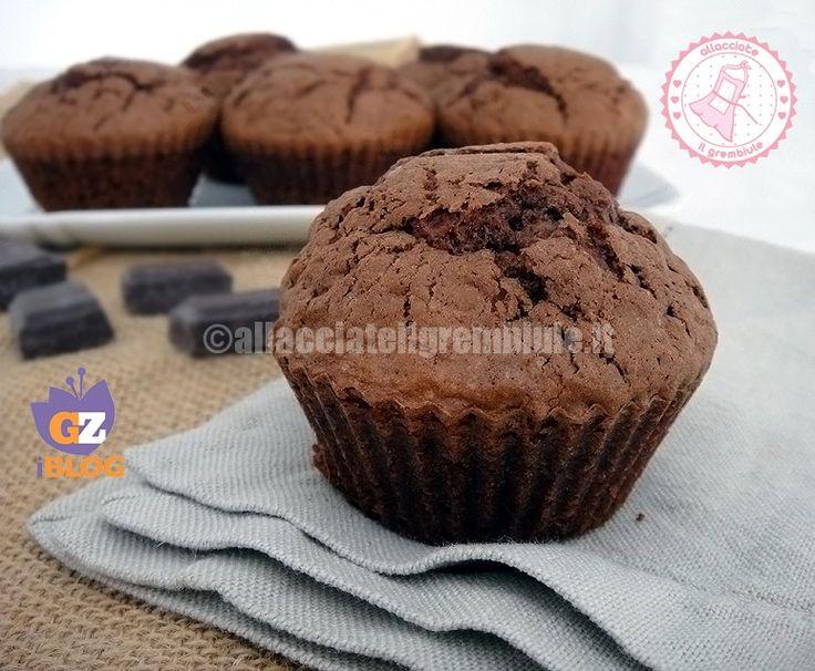 I muffin al cioccolato veloci sono una ricetta pratica e semplice per preparare una gustosa merenda per tutti e potete decidere di decorarli o lasciarli così.