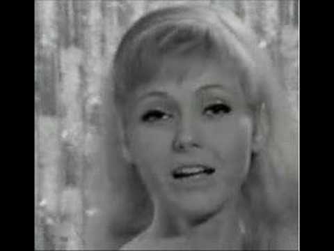 Helenka Vondráčková - YouTube-Hádej, bomba krásná písnička z roku 2003