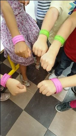 Dans la classe de Martine : mes élèves fiers de leur bracelets !