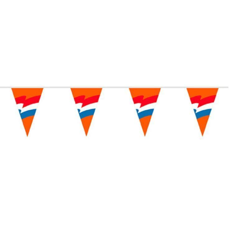 Deze originele Oranje vlaggenlijn met de Nederlandse vlag afgebeeld brengt jouw straat in de Koningsdag sfeer. Vlaggenclub heeft nog veel meer vrolijke, originele Oranje versieringen en feestartikelen. Kijk op https://www.vlaggenclub.nl/overige-vlaggen/koningsdag-oranjefeest.html en laat je verrassen!