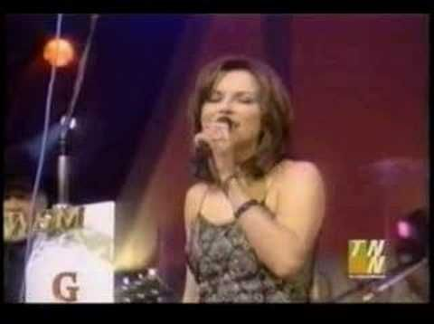 Kid Rock And Martina Mcbride Singing Picture
