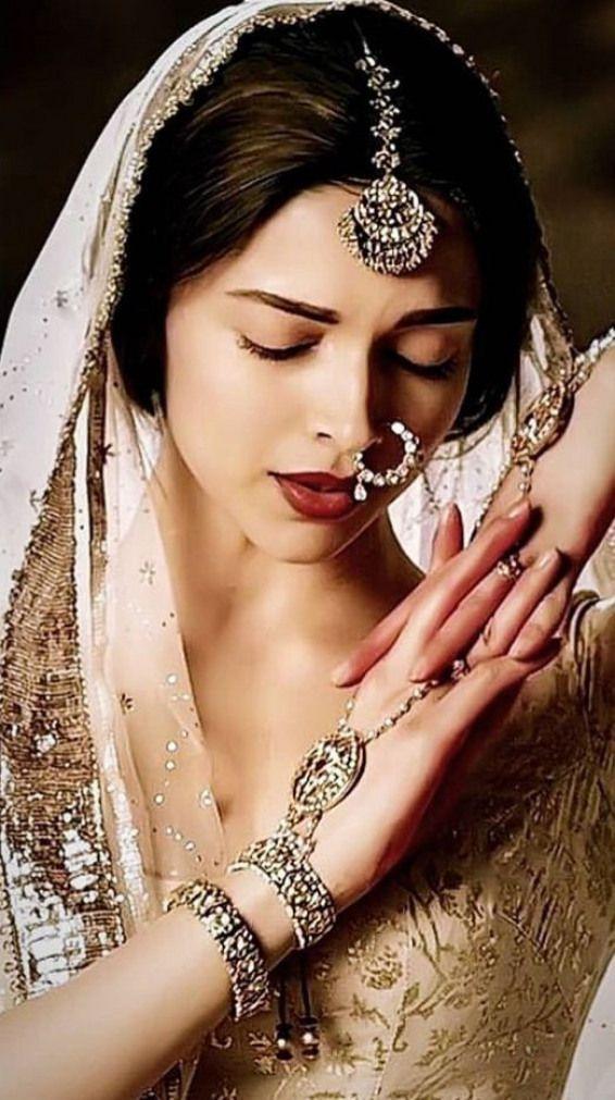 Königtum #lightmakeup #light #makeup #for #saree | Deepika ...
