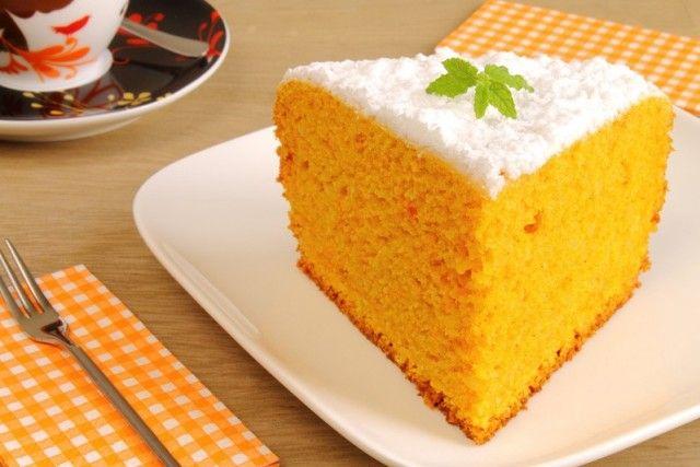 La torta di carote senza burro è una variante della classica torta di carote, più leggera e senza lattosio. Ecco la ricetta