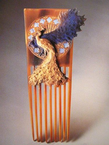 marinni: René Lalique. Comb. Two Peacocks in front of a Rose Window 1897/98. Brown horn patinated in blue and gold, disc of opals. 7-1/4 x 3-3/8