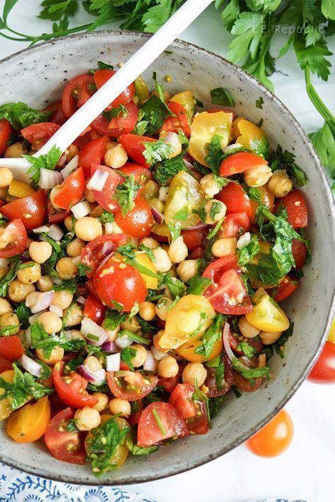 Knusprige Kichererbsen-Tomaten-Salat Rezept mit Cumin und Petersilie (vegan + glutenfrei)