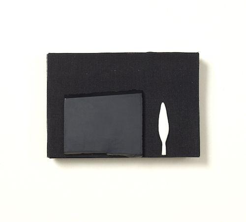 Elisabet Puig - Broche, L'eloqüència del silenci, 2015  Coton, agate, argent, émail, cuivre  9.5 x 6.5 x 0.8 cm