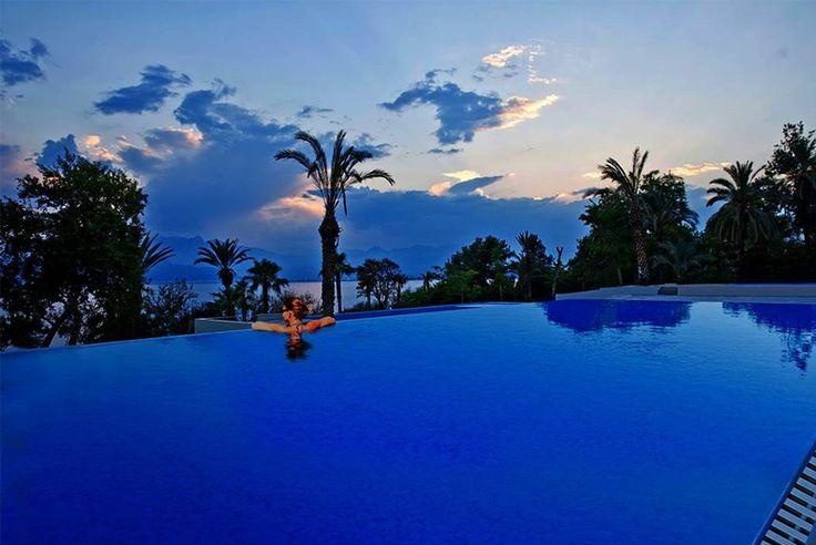 Akra Barut misafirlerine pırıl pırıl, masmavi denize bakan huzurlu günler sunuyor... Akra Barut, offering peaceful days overlooking the sparkling blue sea.. #AkraBarut #içindemanzaravar #view #perfect