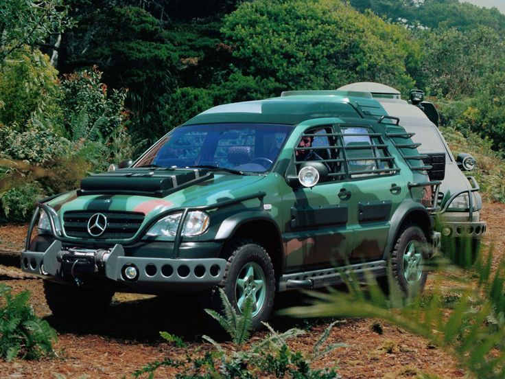 mercedes benz ml 320 jurassic park w163 39 1997 movie. Black Bedroom Furniture Sets. Home Design Ideas